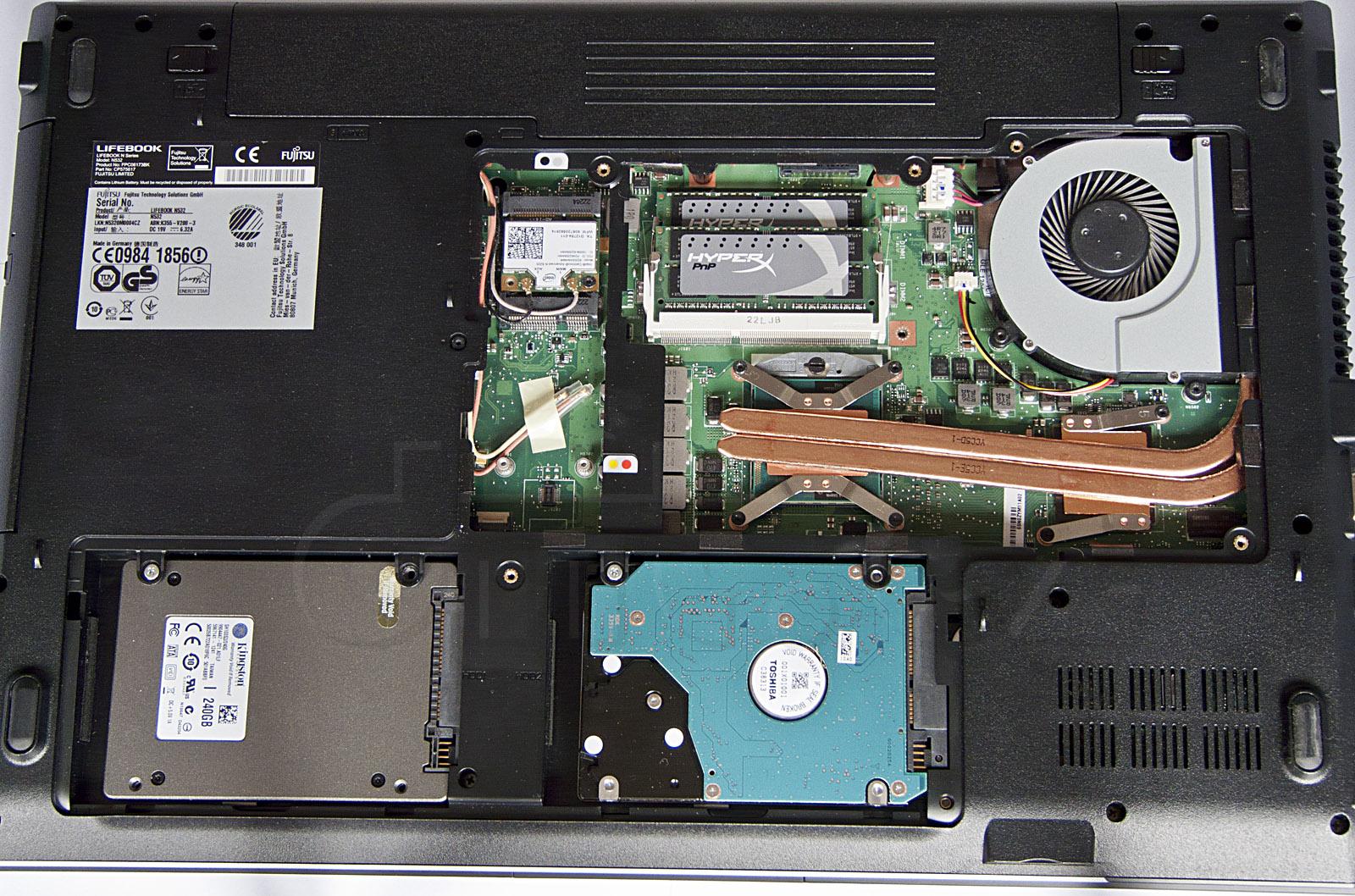 11 Fujitsu Lifebook N532 - vnitřek