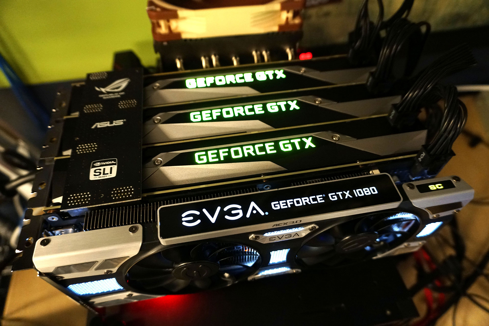 9638f349b Když Nvidia s GeForce GTX 1080 uvedla můstky SLI HB (HB = high bandwidth,  vysoká datová propustnost), zdálo se, že to s podporou více než dvou karet  nebude ...