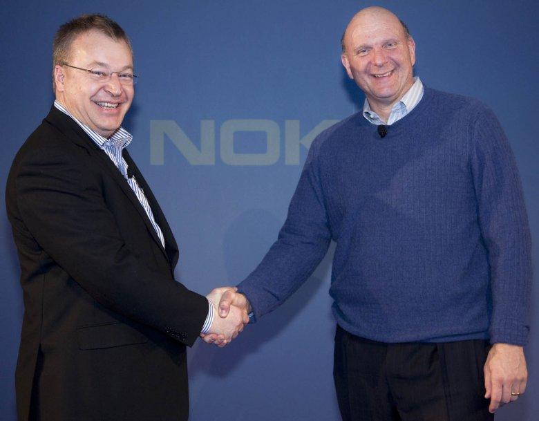 Stephen Elop (Nokia) a Steve Ballmer (Microsoft)