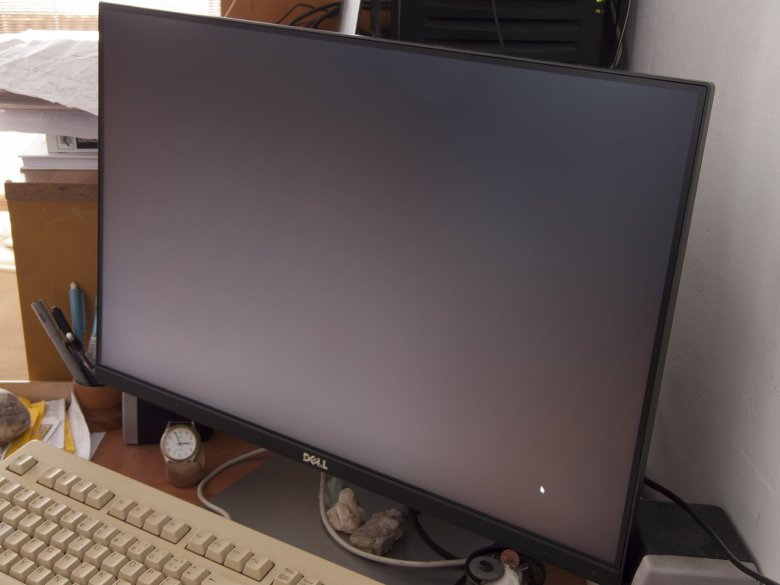 Dell U 2415 Z Uhlu Cerna Jas 100 Kontrast 45