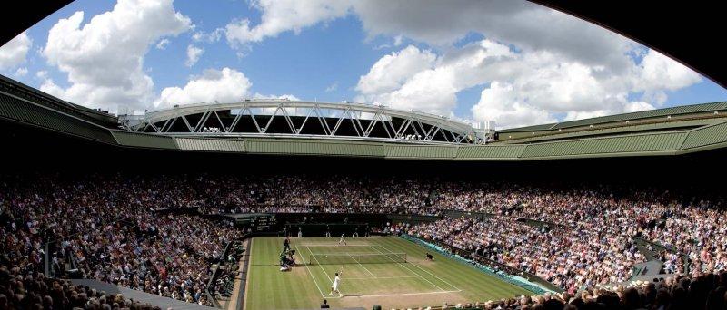 Centrální kurt ve Wimbledonu (zdroj: http://www.tws3d.com/view/wimbledon-center-court-1680x1050)