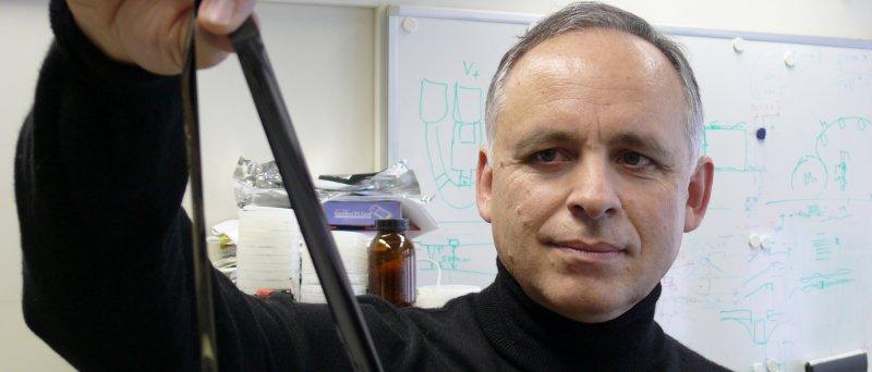 Evangelos Eleftheriou z IBM Research drží magnetický pásek