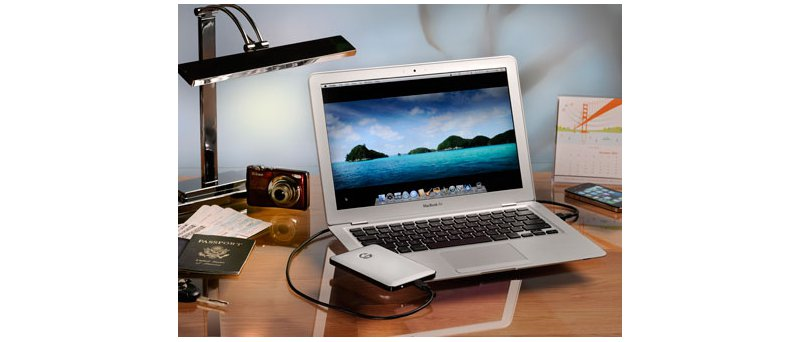 Hitachi G-Drive slim s MacBookem