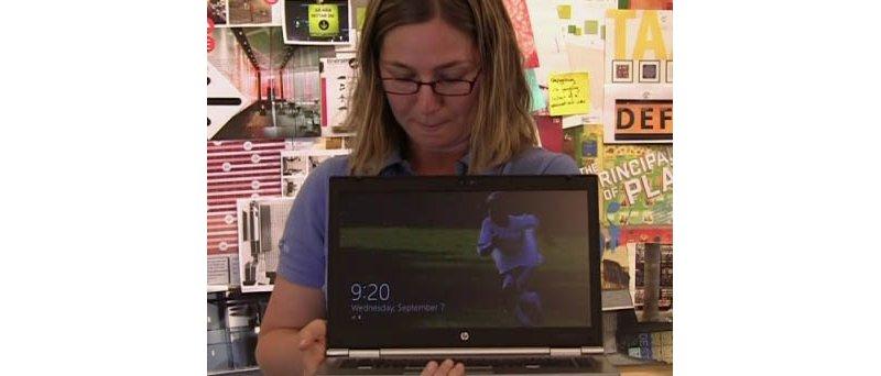 Emily Wilson startuje notebook s Windows 8