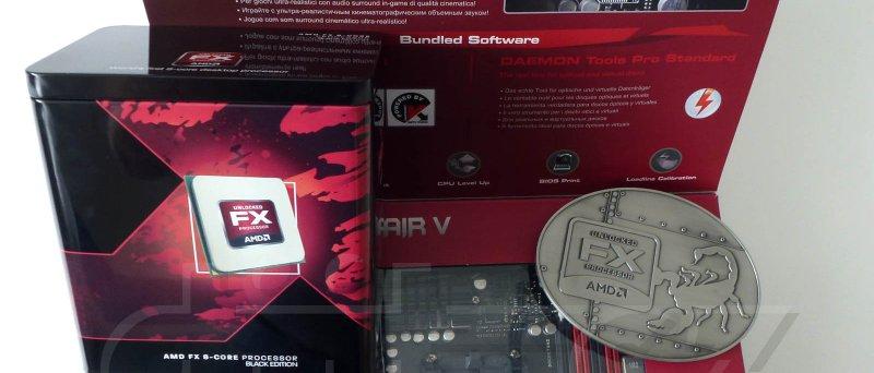 ASUS Crosshair V Formula s jakýmsi procesorem, plechová dóza a placka se škorpionem