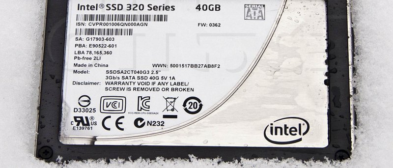 Intel SSD 320 Series 40GB ve sněhu