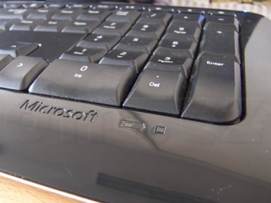 05 Ms Wireless Keyboard 800 Detail Indikatoru Baterii