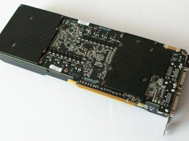 GeForce GTX 590: zadní strana