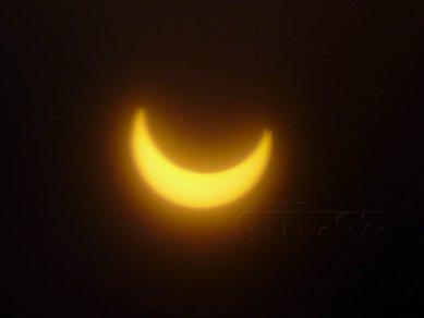 Částečné zatmění Slunce, 4.1.2011, 9:14, foceno přes Black CD-R