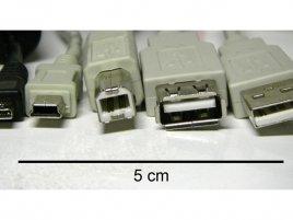 Konektory Micro USB (vlevo) a Mini USB (vpravo)