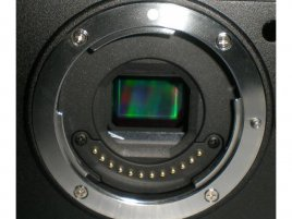 Nikon X810 mirrorless, bajonet a snímač