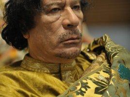 Muammar Kaddáfí (zdroj: http://cs.wikipedia.org/wiki/Soubor:Muammar_al-Gaddafi_at_the_AU_summit.jpg)