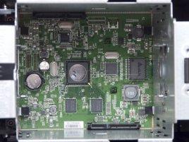 D-Link ShareCenter DNS-320: Pohled dovnitř na základní desku a SATA konektory