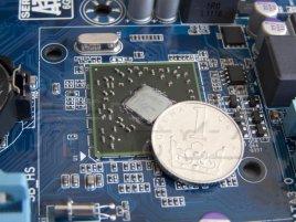 Čip AMD A75 FCH s korunou (Gigabyte GA-A75M-UD2H)