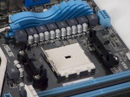 ASUS F1A75-V PRO: Socket FM1 a uchycení chladiče
