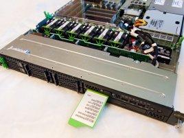 Fujitsu Primergy RX200 S6 - přední část serveru