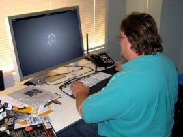 Gabe Newell - Debian Linux