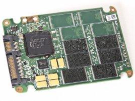 """Intel SSD 320 Series 40GB """"s popraskanými čipy"""""""