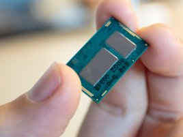 Intel Broadwell Y Core M In Hand
