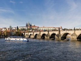 Prague_Vltava_pano_-_Oct_2010